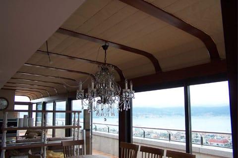 Instalación de estores en restaurante de Vigo