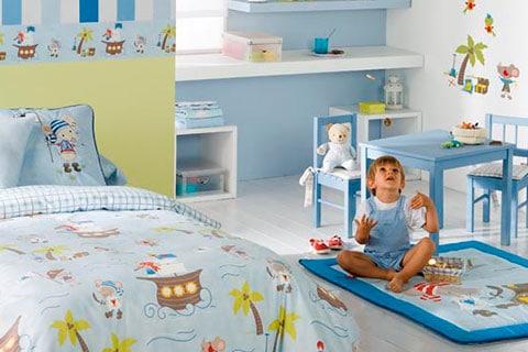 Decoración de dormitorio infantil con muebles para niños