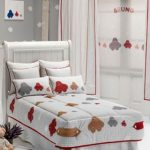 Decoración de dormitorio infantil con cortinas a juego