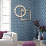 Papel pintado en tonos azules con cuadro a juego